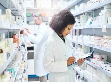 foto farmacia joven 375 275